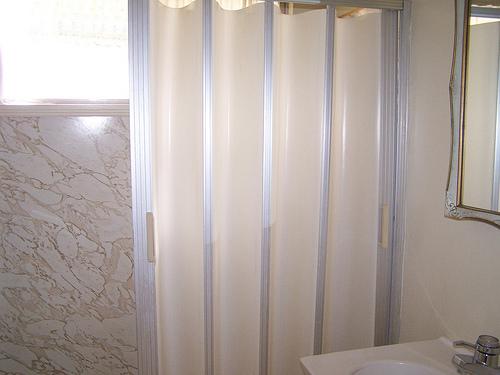 accordion shower door photo - 1