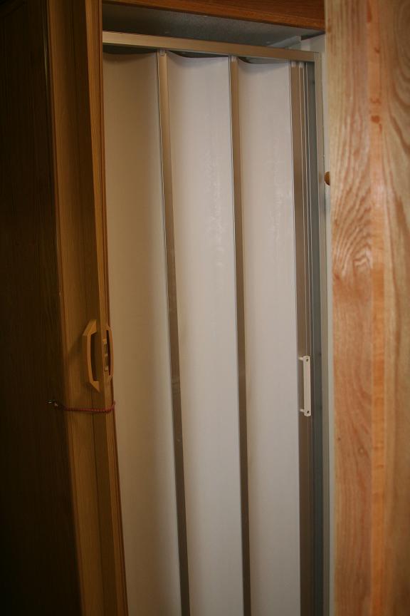 accordion shower door photo - 6