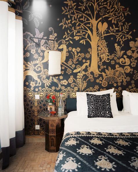 black and gold bedroom design photo - 2