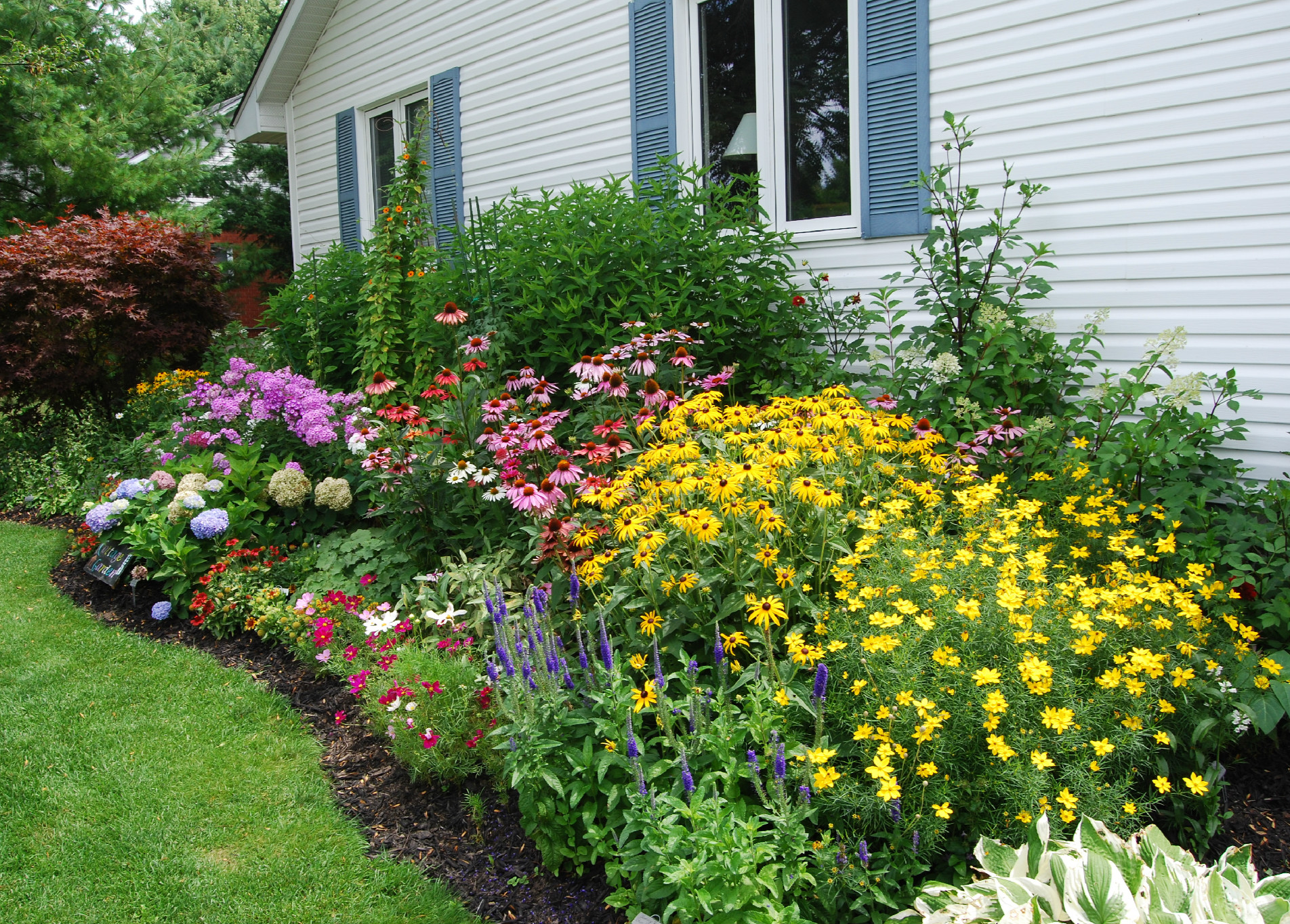 garden design ideas shrubs photo - 1