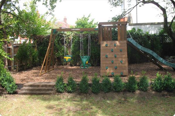 garden design ideas with children's play area photo - 1