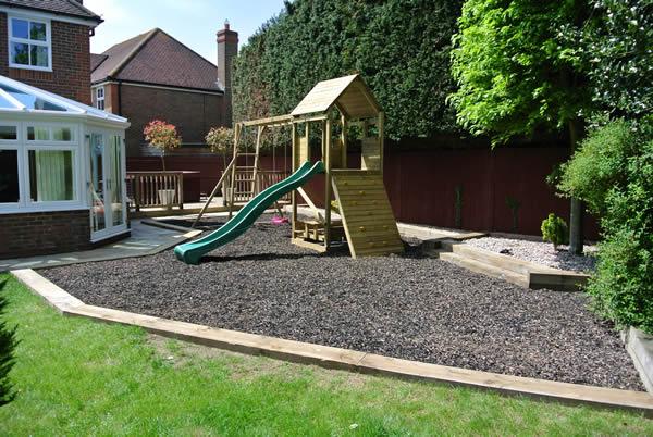 garden design ideas with children's play area photo - 3
