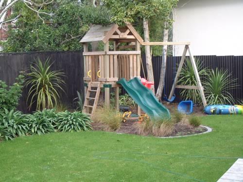 garden design ideas with children's play area photo - 5
