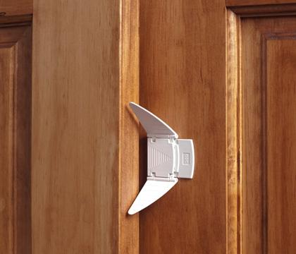 mirrored sliding closet door lock photo - 1