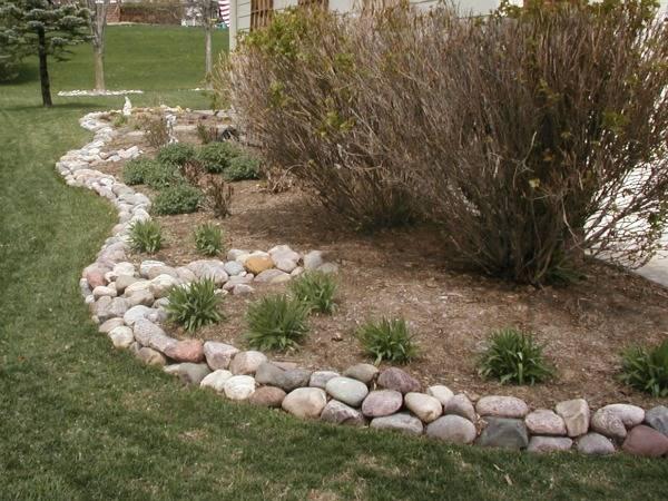river rock garden edging ideas photo - 3