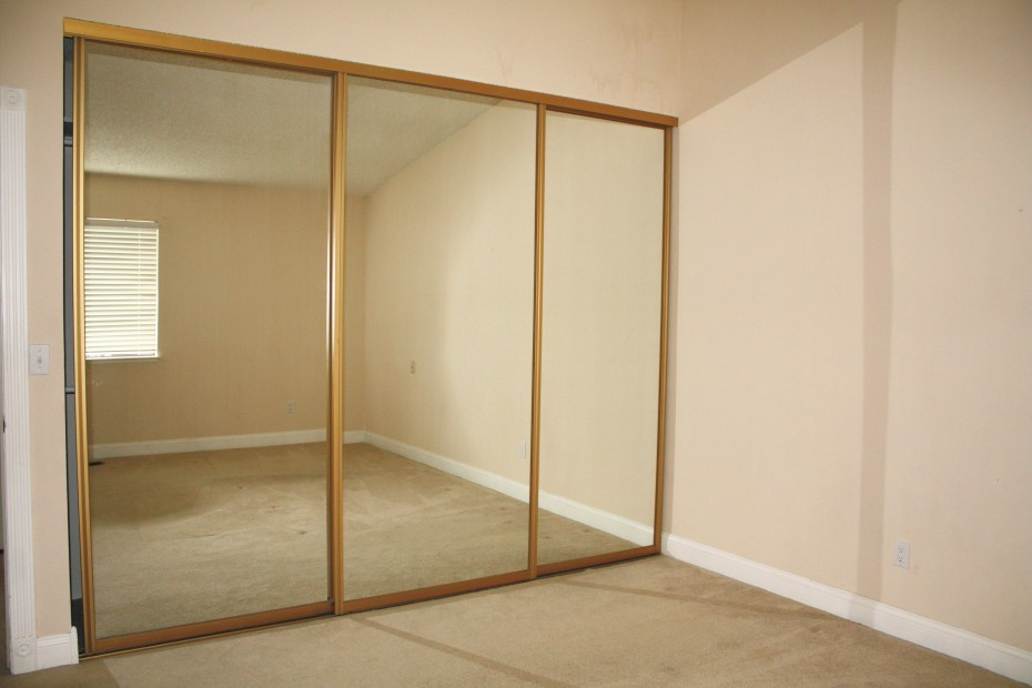 sliding glass mirrored closet doors photo - 1