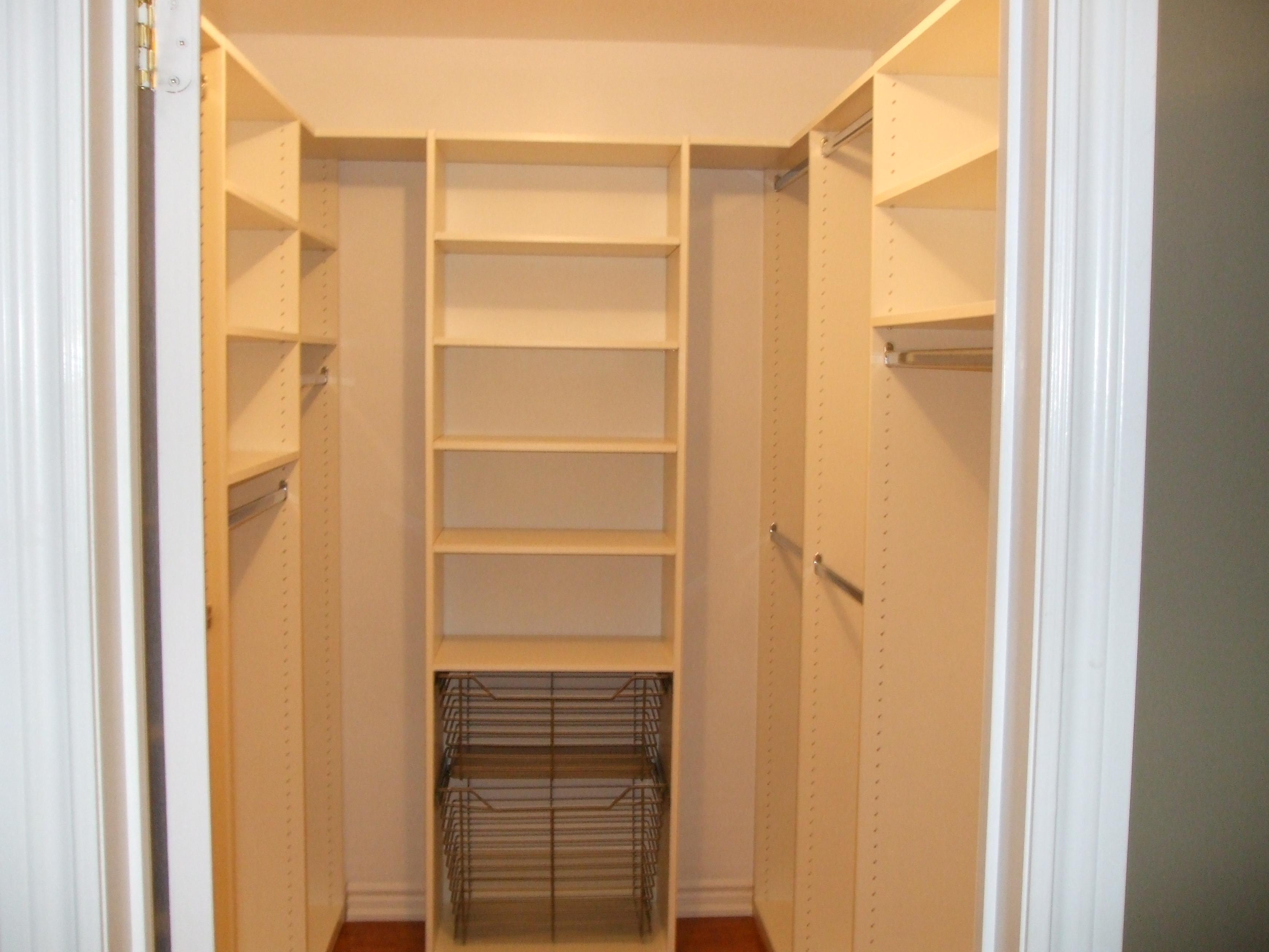 small walk in closet design layout photo - 4