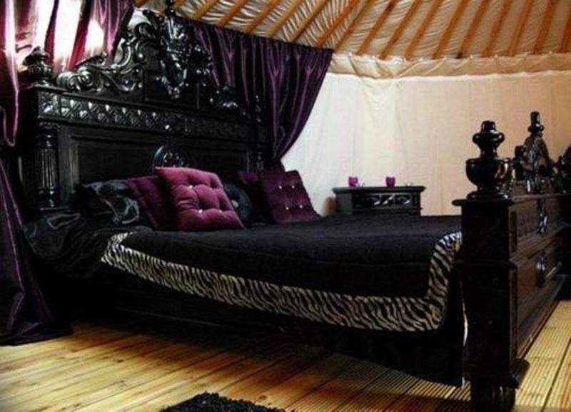 victorian gothic bedroom furniture photo - 3