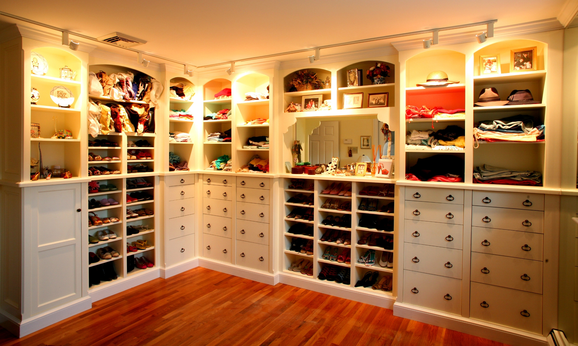 walk in closet dressing room design photo - 1