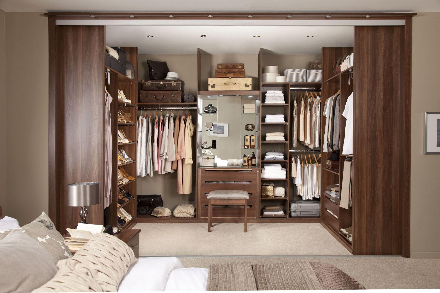 walk in closet small bedroom photo - 2