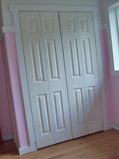walk in linen closet design photo - 2