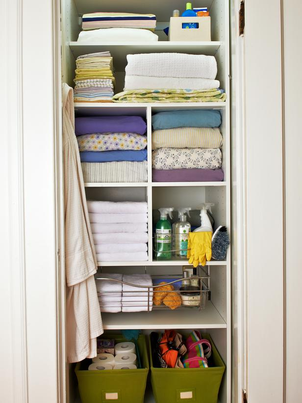 walk in linen closet design photo - 5