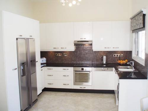 white kitchen cabinets from lowes photo - 1