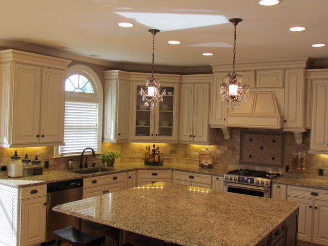 white kitchen cabinets from lowes photo - 4